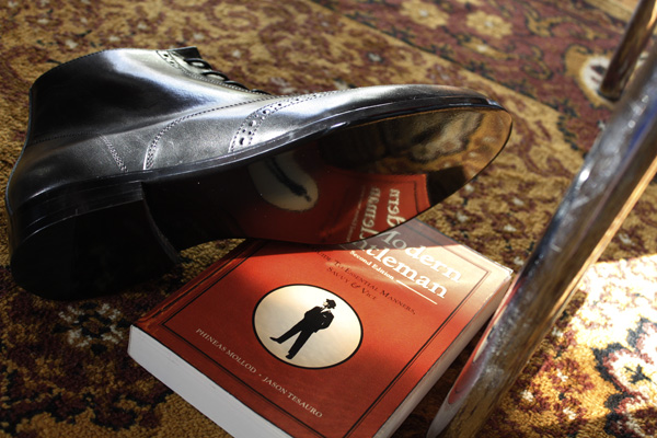 shoes got a mirror-book